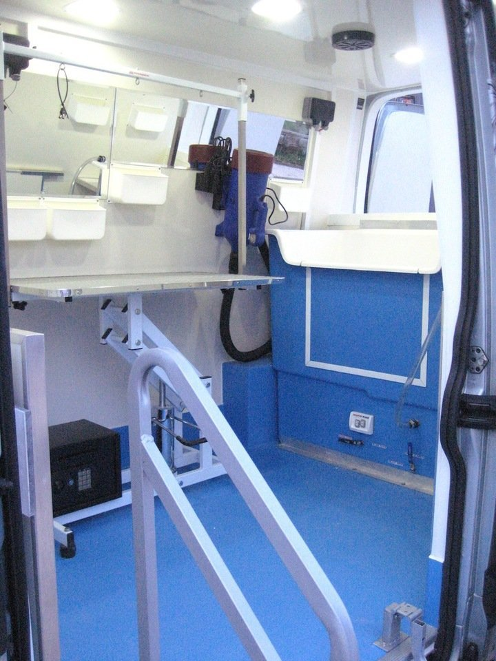 Deluxe Pet Grooming Vehicle Conversions